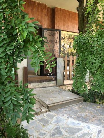 la vita è bella in villa alberata zona tranquilla - Vigevano - Bed & Breakfast