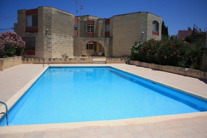 Apartment with pool close to Beach - Bahar ic-Caghaq - Apartamento