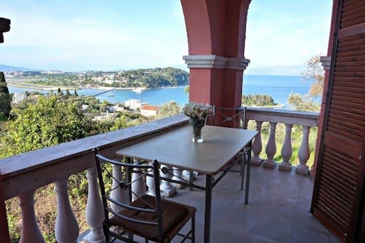 Batis Apartments- Mouse Island View - Perama - Casa