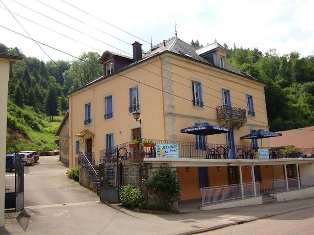Aux studios du Parc Gîtes - Le Val-d'Ajol - Huis