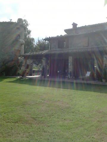 La Torre di Villa Montegenco - Comunanza - Bed & Breakfast