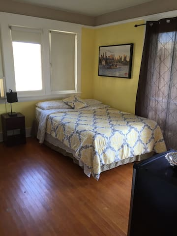 Balcony Room in Historic District - 惠蒂爾(Whittier) - 獨棟