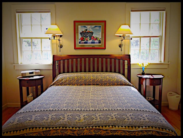 Serene getaway near Smith & Main St - Northampton - Huis