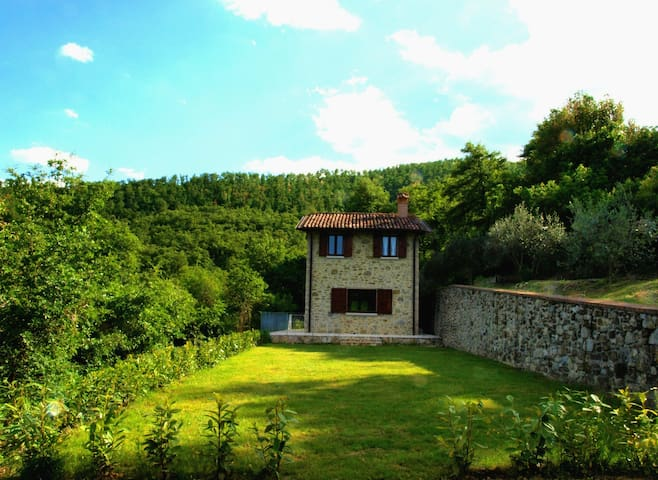 THE LODGE in UMBRIA- Panoramic house with garden - Città di Castello, Umbria - Maison