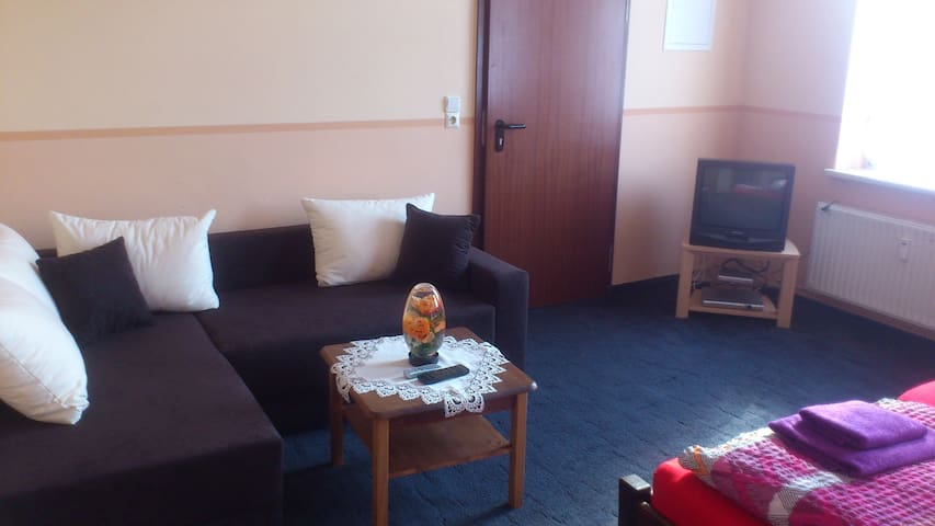 Gemütliche Wohnung mit Küche - Jarmen - Huis
