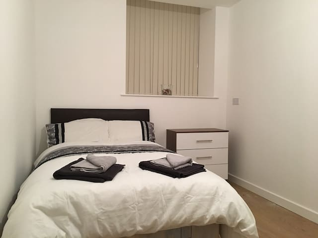 New refurbished - Private cosy room with ensuite 7 - Bradford