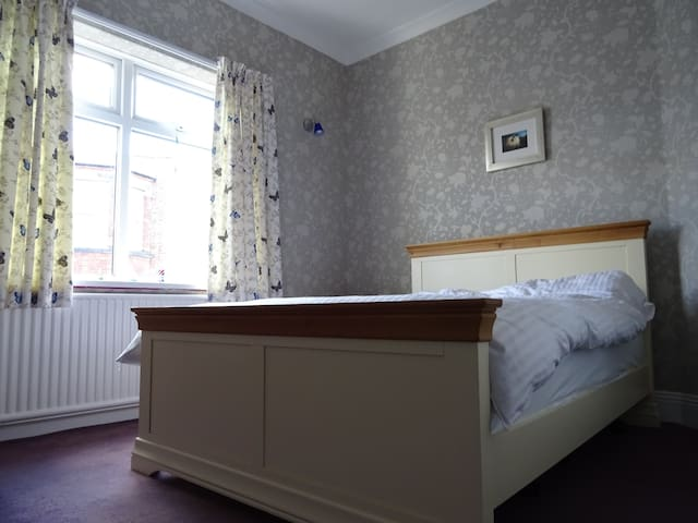 Lovely room 5 mins walk to town - Darlington - Dom