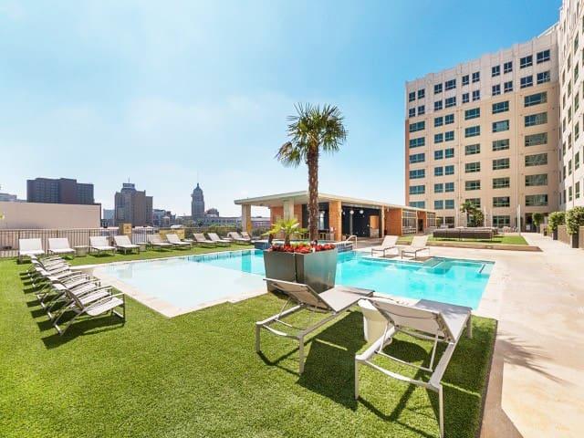 Luxurious 2bdrms @Downtown +Parking +Pool & Hotub - San Antonio - Departamento