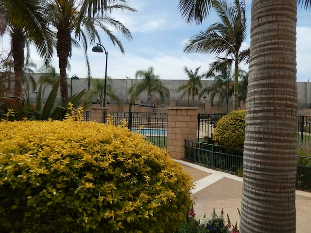 Superior 3 Bedrooms apart, private garden, swpool - Ra'anana - Appartement