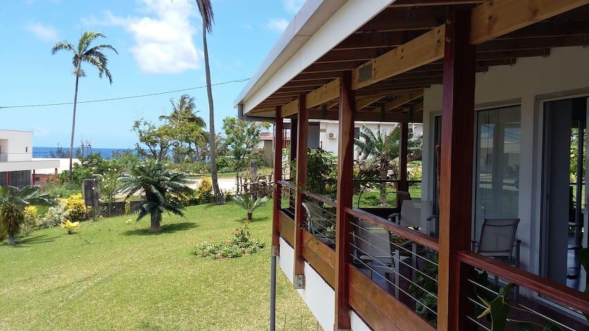 Rooms in a spacious villa ,central  - Port Vila - Hus