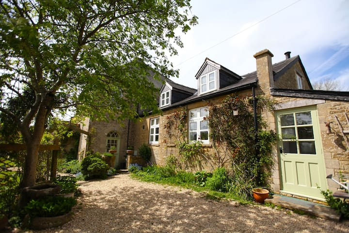 Chapel Cottage, Chedworth, the Cotswolds - Cirencester - Hus