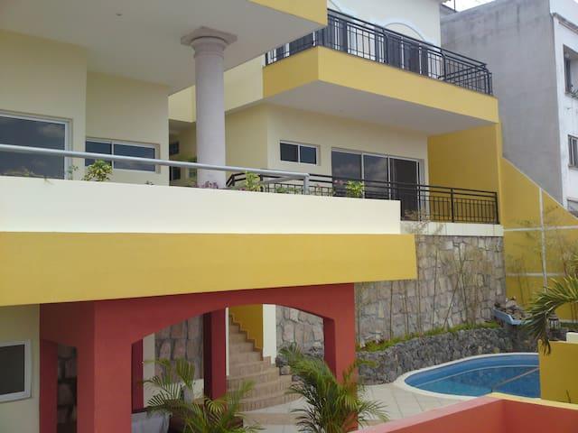 House w/ swim. pool & sauna. Lomas - 特古西加爾巴 - 公寓