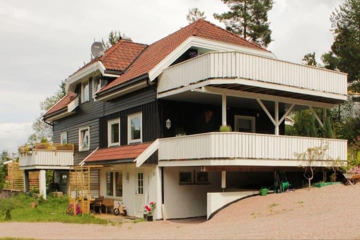 Family friendly wood house - Røyken - Hus