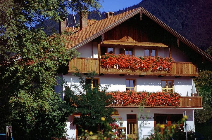 """Ferienwohnung 4, """"Faller"""", 4 Zi, Balkon, Bergblick - Lenggries - Leilighet"""