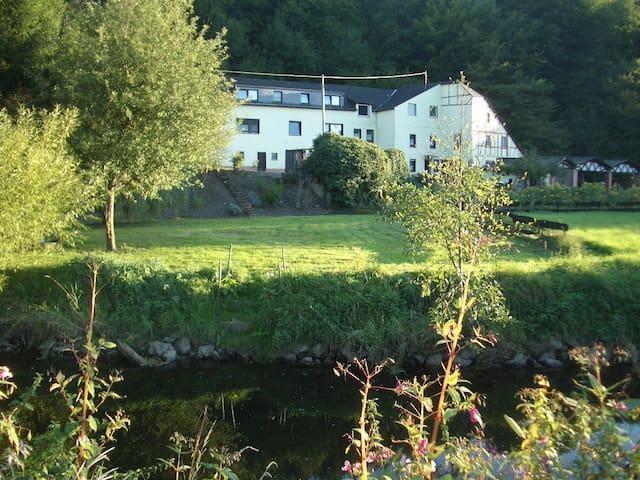 Gemütl. Ferienhaus in ehem. Mühle - Maring-Noviand - Ház