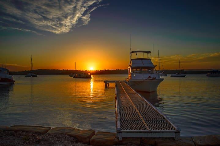Sand Executive Waterfront Lakehouse Lake Macquarie - Mannering Park - Huis