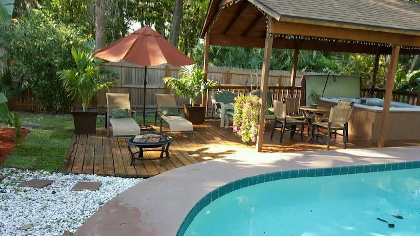 Great Room w access Heated Pool & Hot-Tub Oasis! - Daytona Beach - Maison