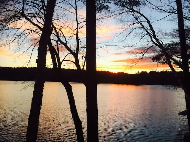 Cozy Lakefront getaway in NH - Sunapee - Casa