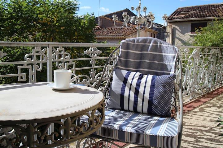 15 Grand Rue, Luxury B&B (Suite 4, 1st Floor) - Caux - Bed & Breakfast