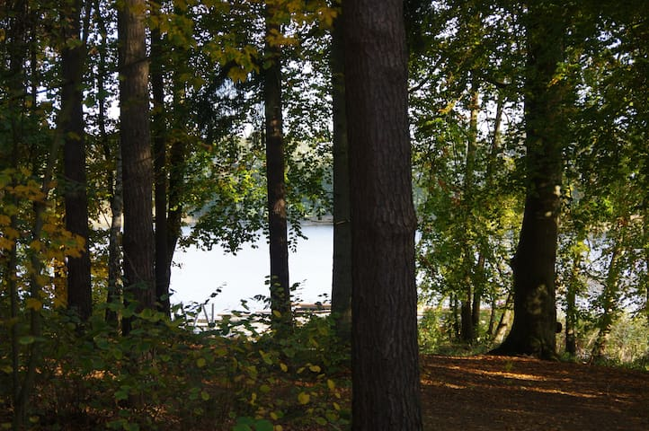 Ferien am Wasser mitten im Wald (Waldwohnung) - Lalendorf - Квартира
