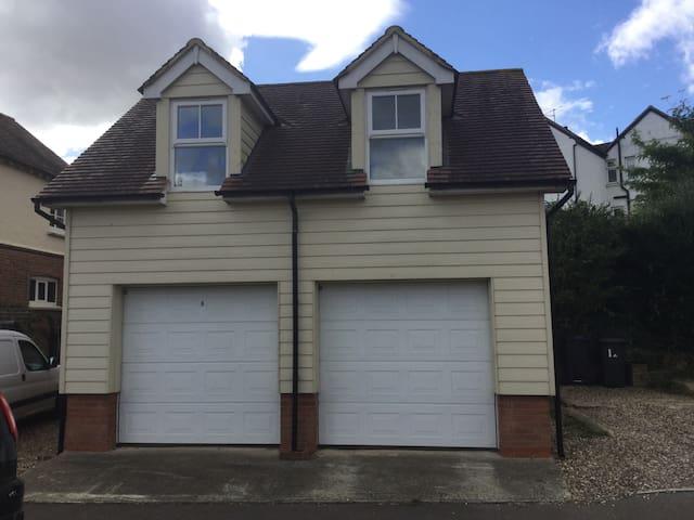 Studio above double garage - Bishop's Stortford - Loft