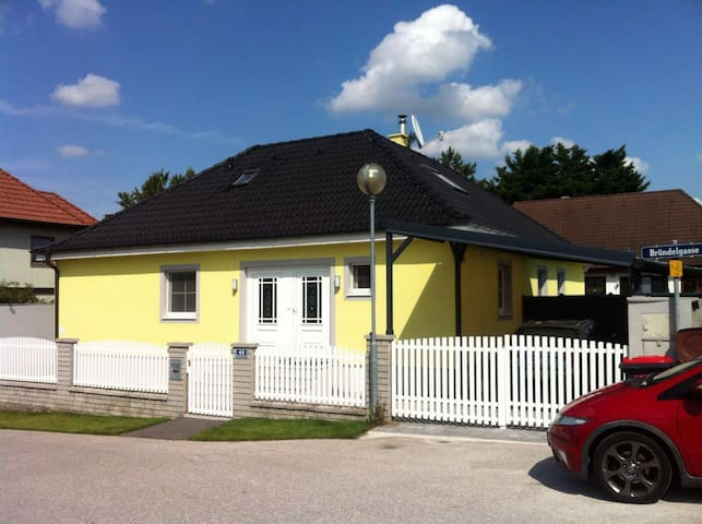 Beautiful rooms close to Vienna-Big house+Services - Traiskirchen - Huis