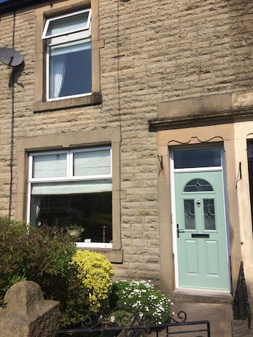 Charming Victorian Terrace - Whalley - Huis
