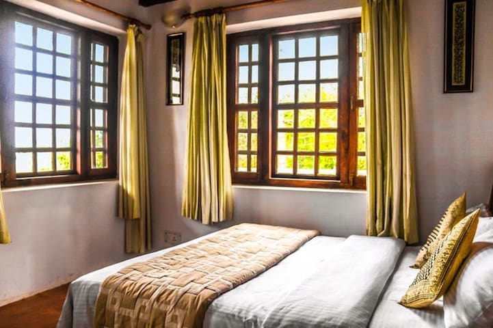 Hill View Room @ Frozen Woods - Pura Stays - Mukteshwar