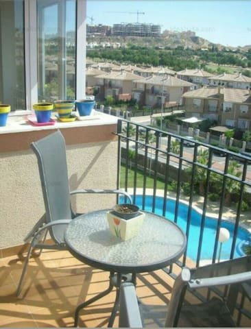 Apartamento con 2hab. y piscina - Altorreal - Daire