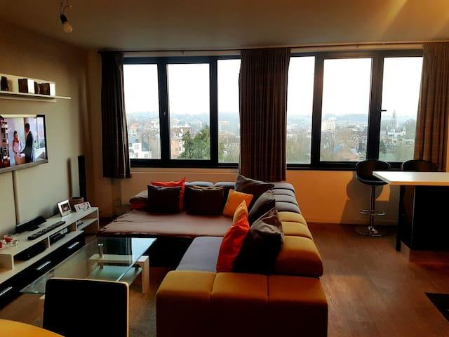 Spacieux/lumineux Appart meublé avec vue sur Uccle - Forest - Apartament