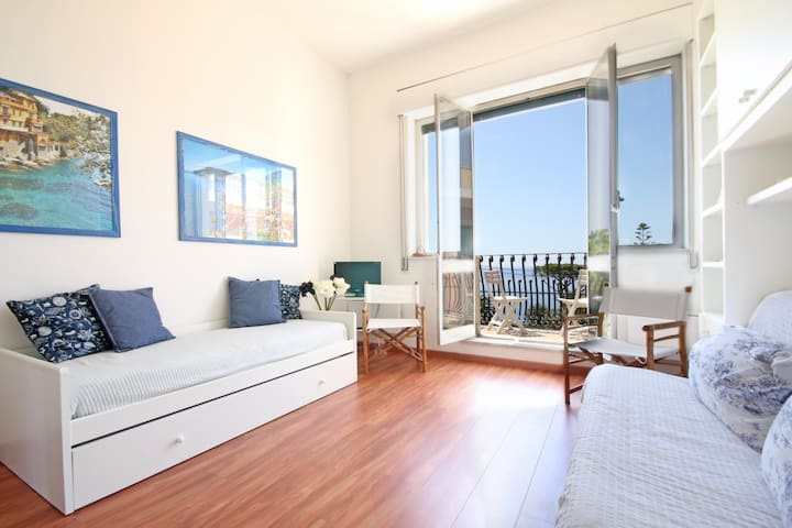 Flat at Residence Vittoria-Top Floor-Sea View-Pool - Genova - Apartemen