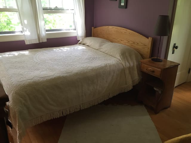 Sunny Queen Room with extra twin - Freedom - Bed & Breakfast