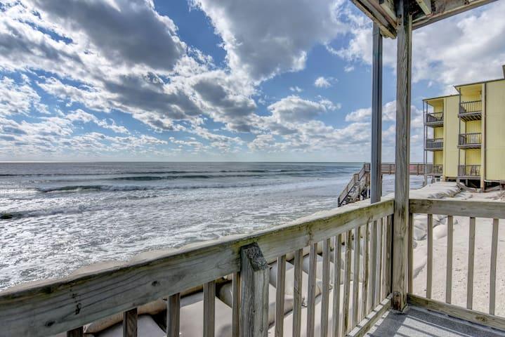 BEACHFRONT on a BUDGET! $998 All-Incl Summer Wks!! - North Topsail Beach - Condo