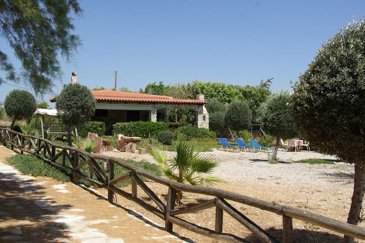 Beach House - unique & private holidays at the sea - Kokkinos Pirgos