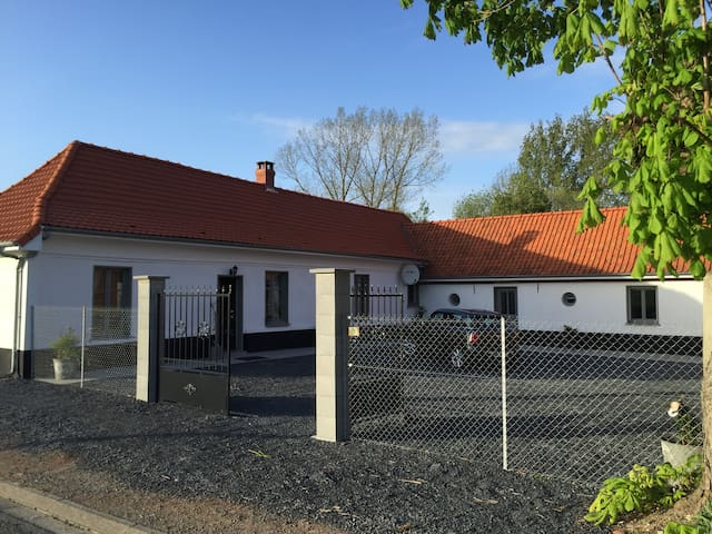 Charming cottage in old stable - Galametz - Casa
