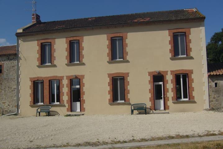 Le grand gîte de la Bredanchère (7 personnes) - Lathus-Saint-Rémy - Appartement
