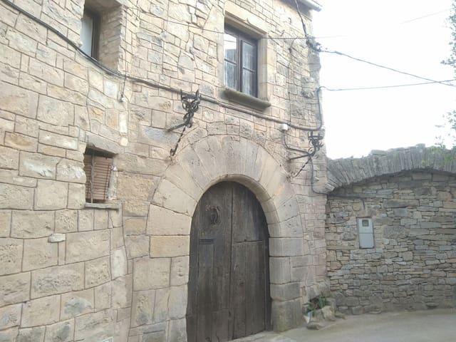 Casa medieval única que disposa de grans vistes - Forès - Kasteel