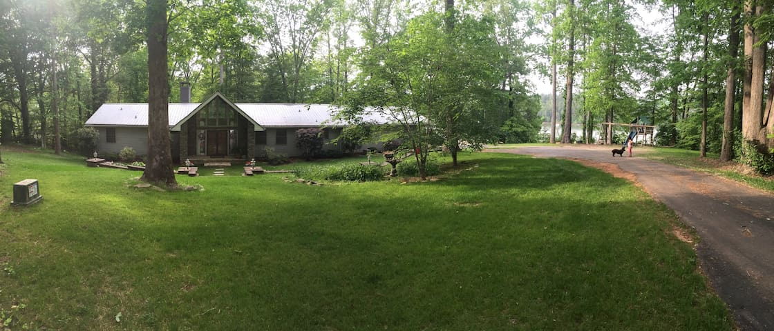 Falling Springs Lake House - Central