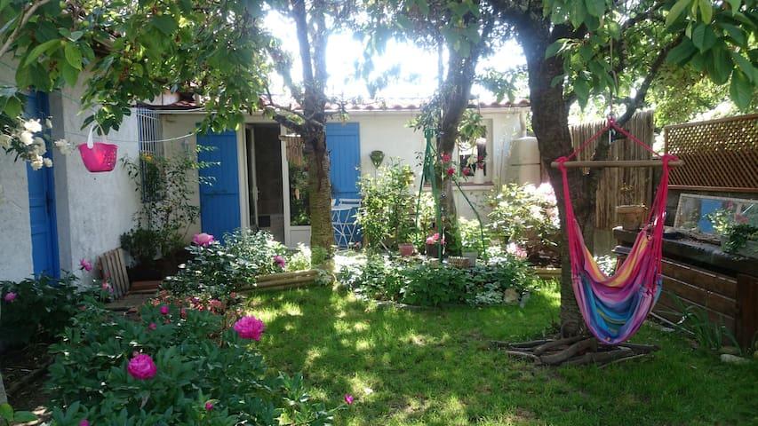 Logement indépendant au fond du jardin - Rezé - Huis