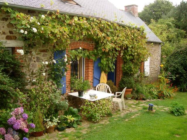 Lovely independant stone-house - Tréméven - Hus