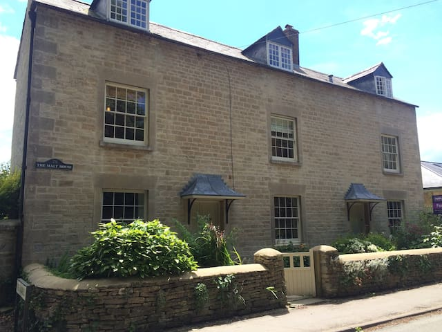 Private rooms in a period property - Castle Eaton - Hus