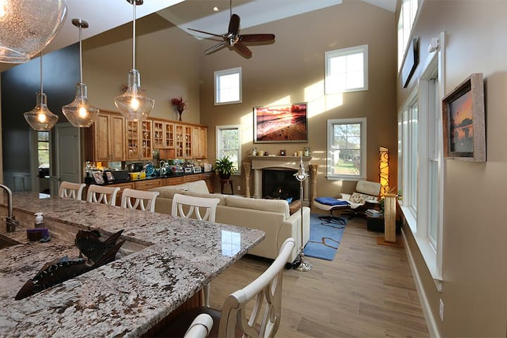 Bethany BnB - Rm 2 Luxury Accommodations - Hot Tub - Ocean View - Bed & Breakfast