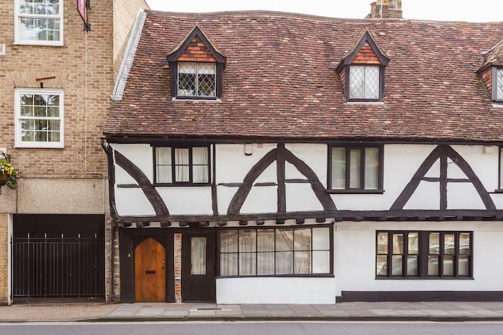 Ensuite in 15th Century Town House - Salisbury