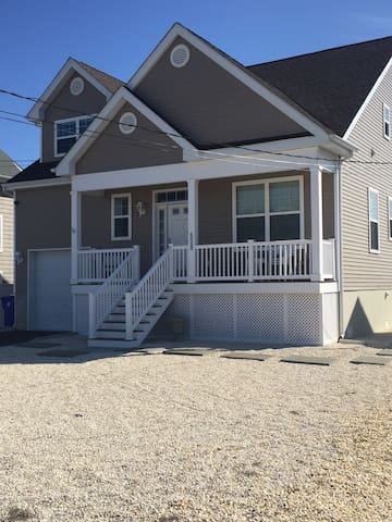 Newer home on the water, perfect for a getaway. - Toms River