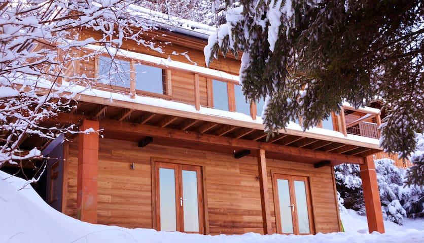 Boutique Chalet next to Ski Lift - Thollon-les-Mémises - House