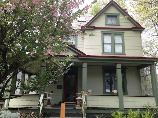 Charming 3-story home at river park - Oakmont - Hus