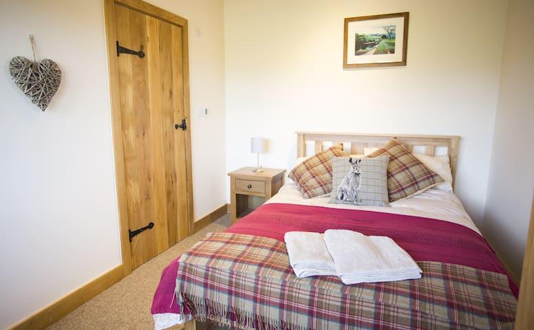 Fuesli Lodge (Romantic Getaway/Country retreat) - Llangovan - Rumah
