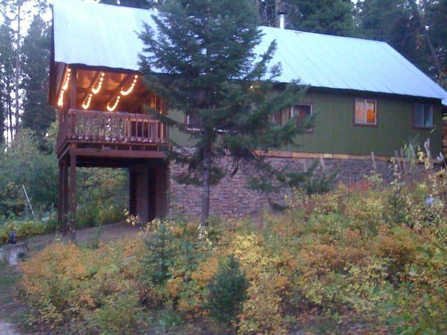 Peaceful Retreat Pine Tree Cabin - Cascade - Cabaña