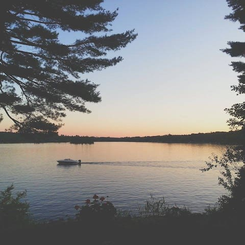 Beautiful Lake Cottage With a View - Mount Uniacke - Cabaña