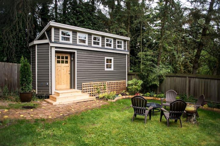 Seattle Tiny House Near Light Rail - シアトル - 一軒家